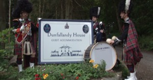 DunfallandyHouseSign